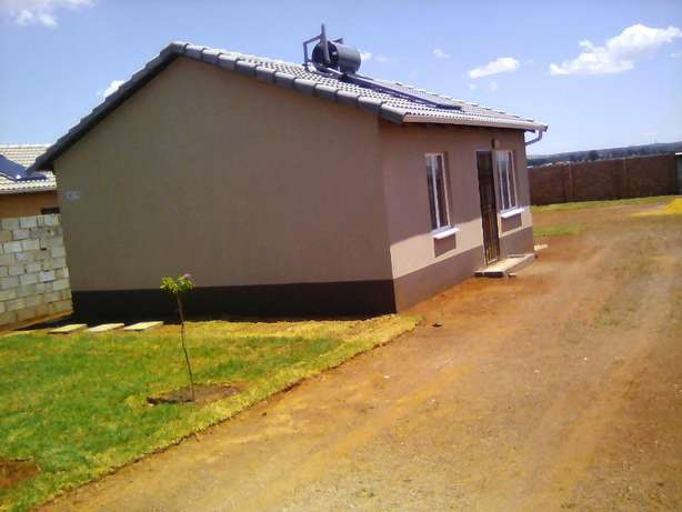 Two bedroom house for rental in Protea Glen Ext 31, R3600 available Protea Glen - image 1