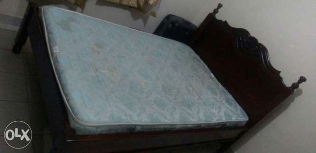 QUICK SALE-Regal 4*6 Hardwood Bed and mattress for sale Ngara - image 3