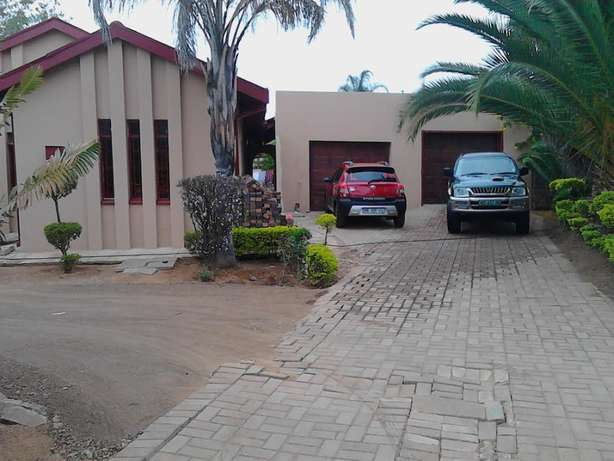 Room avaible in Old Ivy Park next to circle& garages for selling cars Polokwane - image 1