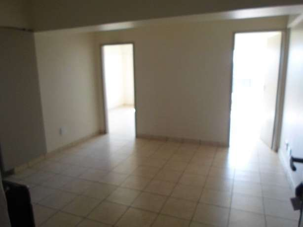 1 / 2 besroom appartment florida Roodepoort - image 1