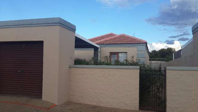 3 Bedroom townhouse to rent in LHP Bloemfontein - image 1