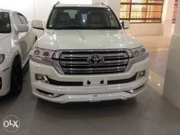 Toyota Landcruiser V8 2016(pay 60% and the rest in 8months