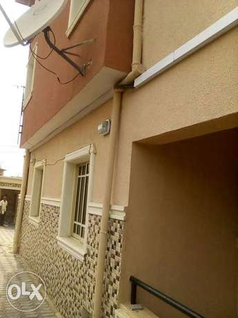 Three bedroom flat all ensuit Ogba - image 1