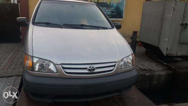 A super clean Toyota sienna new arrival for sale Lagos Mainland - image 1