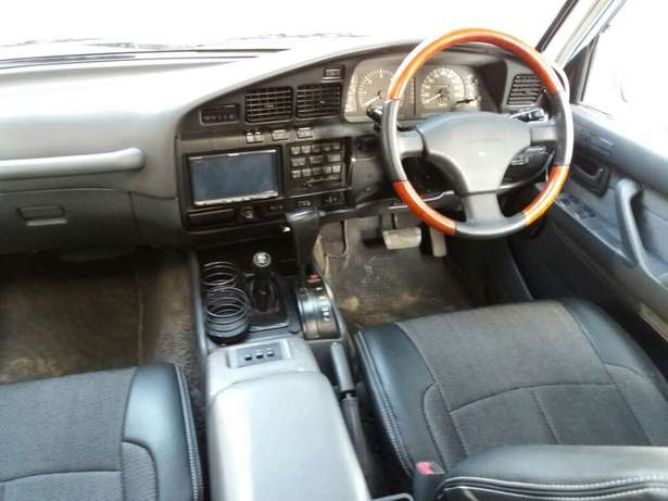 Off-road lover! Toyota Landcruiser Auto Petrol Extremely Clean Karen - image 3