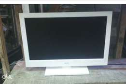 Bush 22inchis led tv with inbuilt DVD working perfect pure white