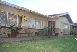 3 x Bedroom Home With a Outbuilding For Sale in Vanderbijlpark CW5