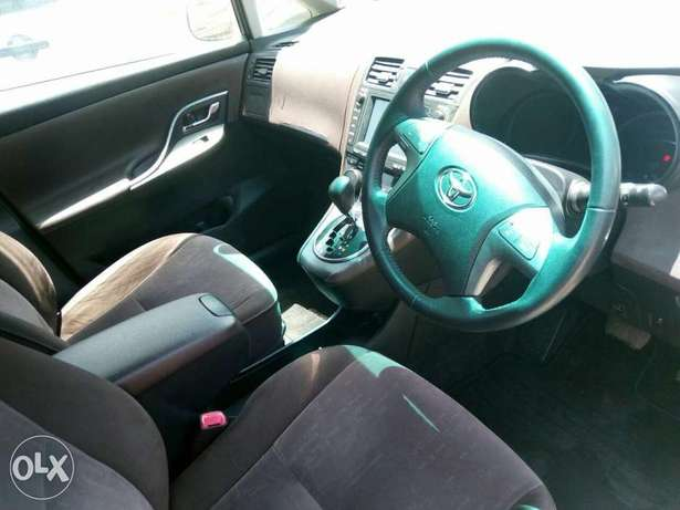 Toyota Mark X Zio 2009 7seater. Lady owned. City Centre - image 2