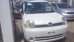 Fully loaded pearl white Toyota Sienta On Sale