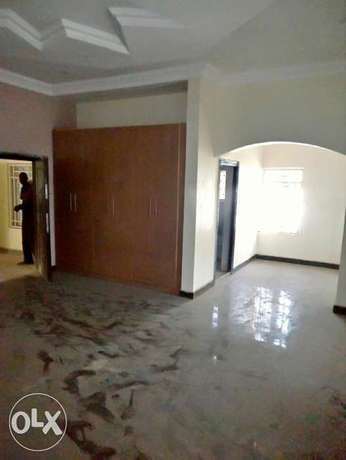A luxurious 5 bedroom duplex and bungalow for sale. Gwarinpa Estate - image 6