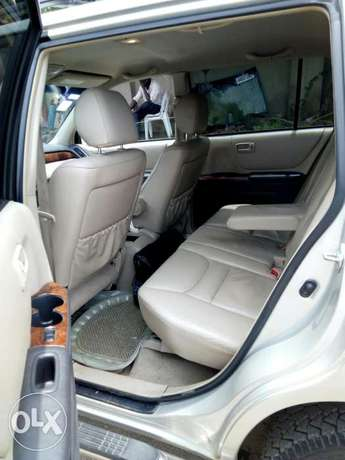 Toyota Highlander 2003 Model Very Clean Naija Used Perfectly Condition Ikeja - image 6