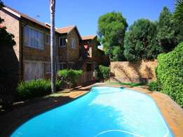 Immactulate 1st fl 2 bedroom flat in Ferndale -10 minutes from Sandton