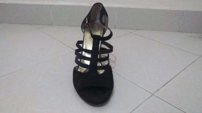 SIZE 43 - (3inch) high heels at throw away price!! Ngara - image 4
