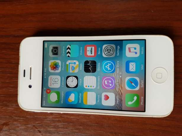 A very neat iPhone 4s 64gb/2gb Gwarinpa Estate - image 2