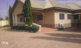 Vacant 4br Bungalow+Upstair Guest Chalet on 5plots at Rayfield,Jos