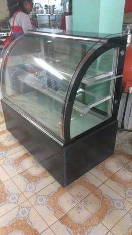 Cake chiller/cake chiller display,3level,1.2m lenght,curved glass,new City Centre - image 4