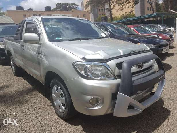 Toyota Hilux Vigo Single cab 2.5l Diesel Manual Hurlingham - image 3
