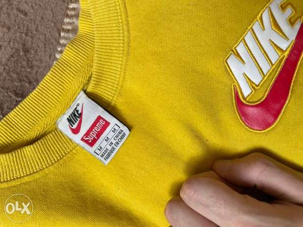 Supreme Nike Mustard sweatshirt Medium negotiable الرياض -  2
