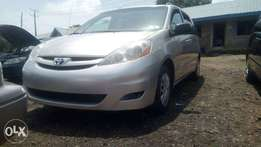 2006 Toyota Sienna 8 seats TOKs/USA DIRECT Lagos cleared price reduced