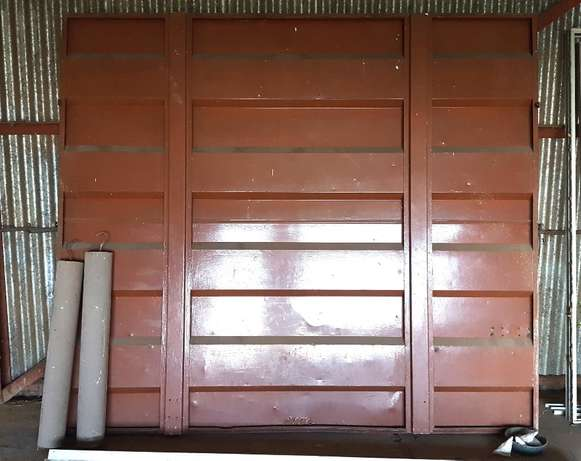 Garage Door Flip Up with two Weights ( Used ) Vanderbijlpark - image 1