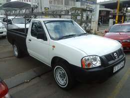 2013 model nissan 2.0 bakkie,white,85 000km,for sale