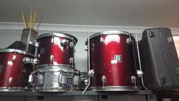 Sonor drumset, zildjian cymbals, double base pedal