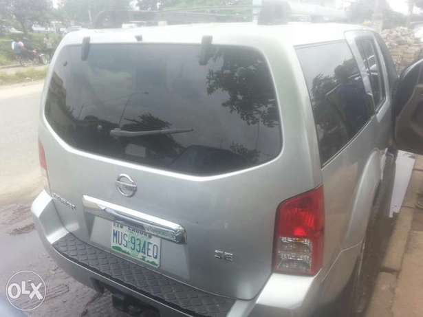 Perfectly used nissan pathfinder 2006 buy n travel tincan cleared Apapa - image 4