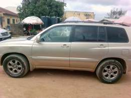 Very grade Toyota Highlander with 3 seaters and first body for sale