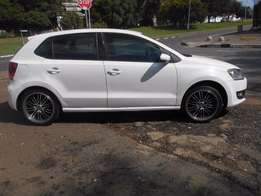 Polo 6 1.4 2014 model White in color 22000km Mags R140000