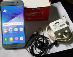 Samsung Galaxy A5 2017 with Charger