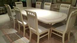 Beautiful High Gloss Dinning room 8 seater table and dinning chairs