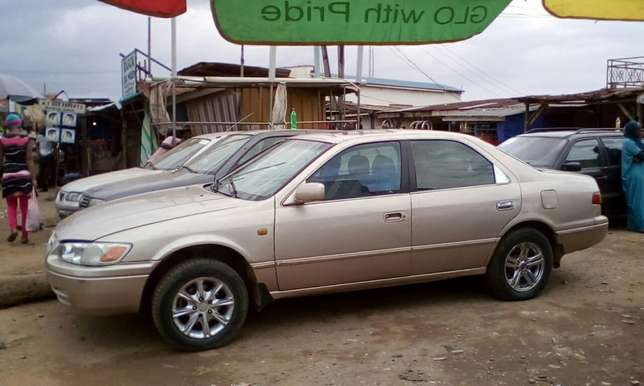 Toyota Camry 2002 model Akure South - image 2