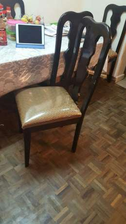 Dining table with 6 chairs 22k Parklands - image 2