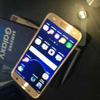 Samsung galaxy s7 gold colour semtphone with the box and everything ce