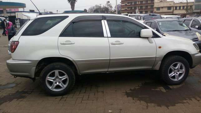 Harrier Toyota extra clean on quick sell just buy and drive Nairobi CBD - image 1