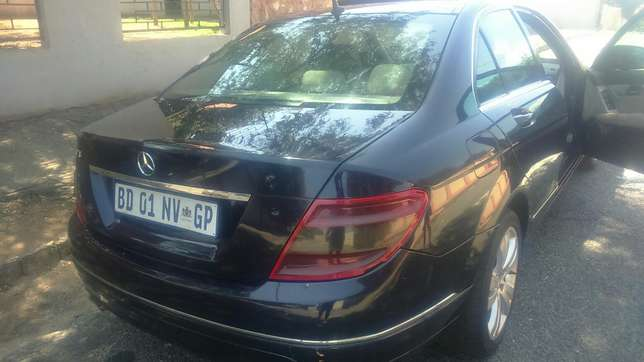 Mercedes Benz C320 d auto leather R135000 Kensington - image 7