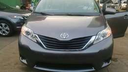 Toyota Sienna 2011 LE Full option for sale!