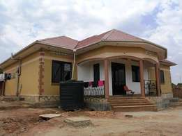 Quick sale 3 bedroom house in kiira at 180m