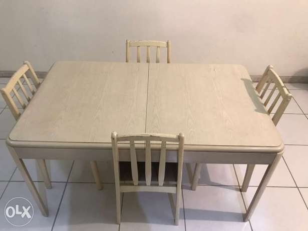 6-seat foldable dining table Jeddah - image 4