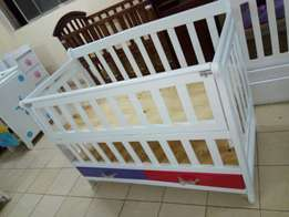 Baby cot without side drawer