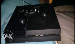 Clean Used Playstaion 4 Console With GamePad