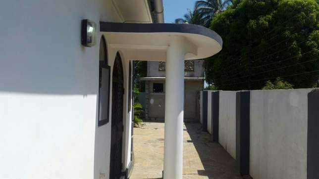 Excellent 3 bedroom bungalow for sale Mtwapa - image 2