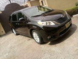 Super clean Toyota Sienna(2013)full option