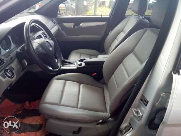 Pristine Tokunbo 2008 Mercedes Benz C-300 4matic (Lagos cleared) Surulere - image 7