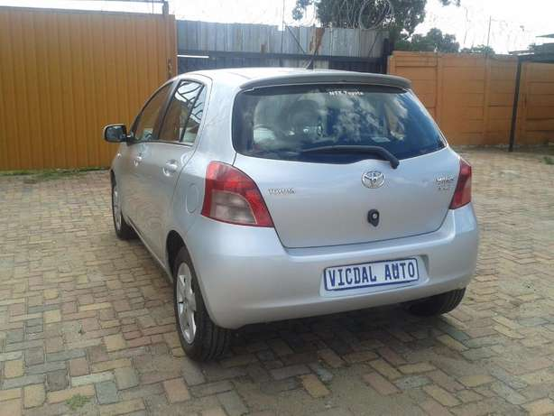 2008 Toyota Yaris T3 Automatic For Sale R70000 Is Available Benoni - image 8