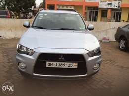 Lady used Mitsubishi Outlander 2011 for sale.