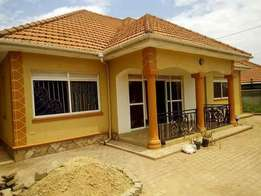 A three bedroom standalone house for rent in kyaliwajala