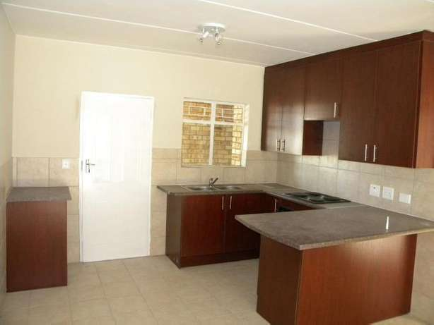2 Bedroom Apartment / Flat to Rent in Northwold North Riding - image 4