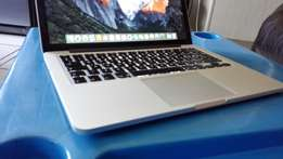 "macbook pro i7. 2011 model for sale . 13"".clean cond. 2.7ghz i7, 1Tb"