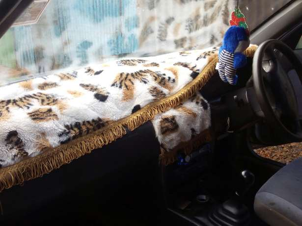 L am selling a clean crey Nissan sunny b14 ,buy and drive Kericho Town - image 5